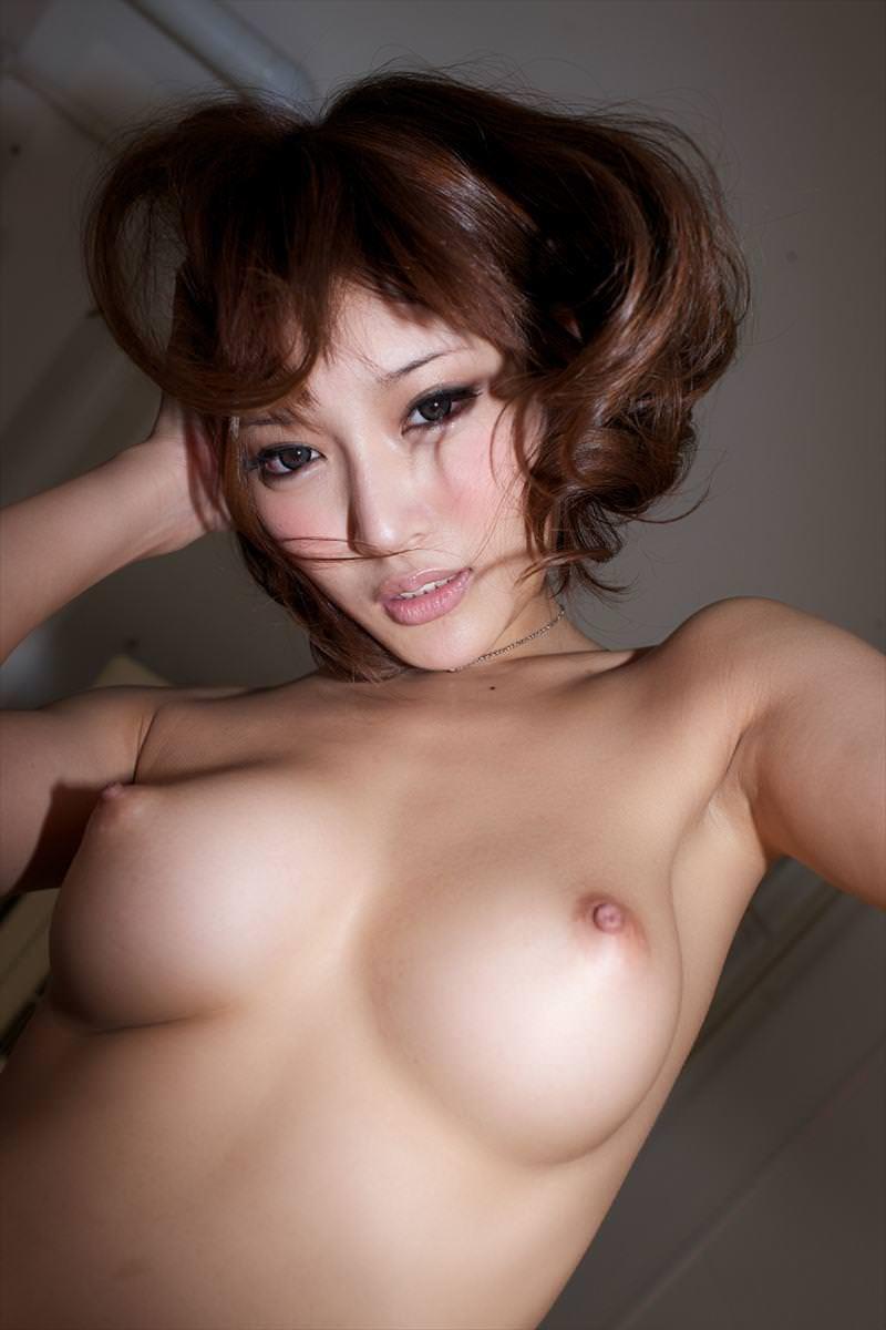 上向き乳首の美乳おっぱい 14