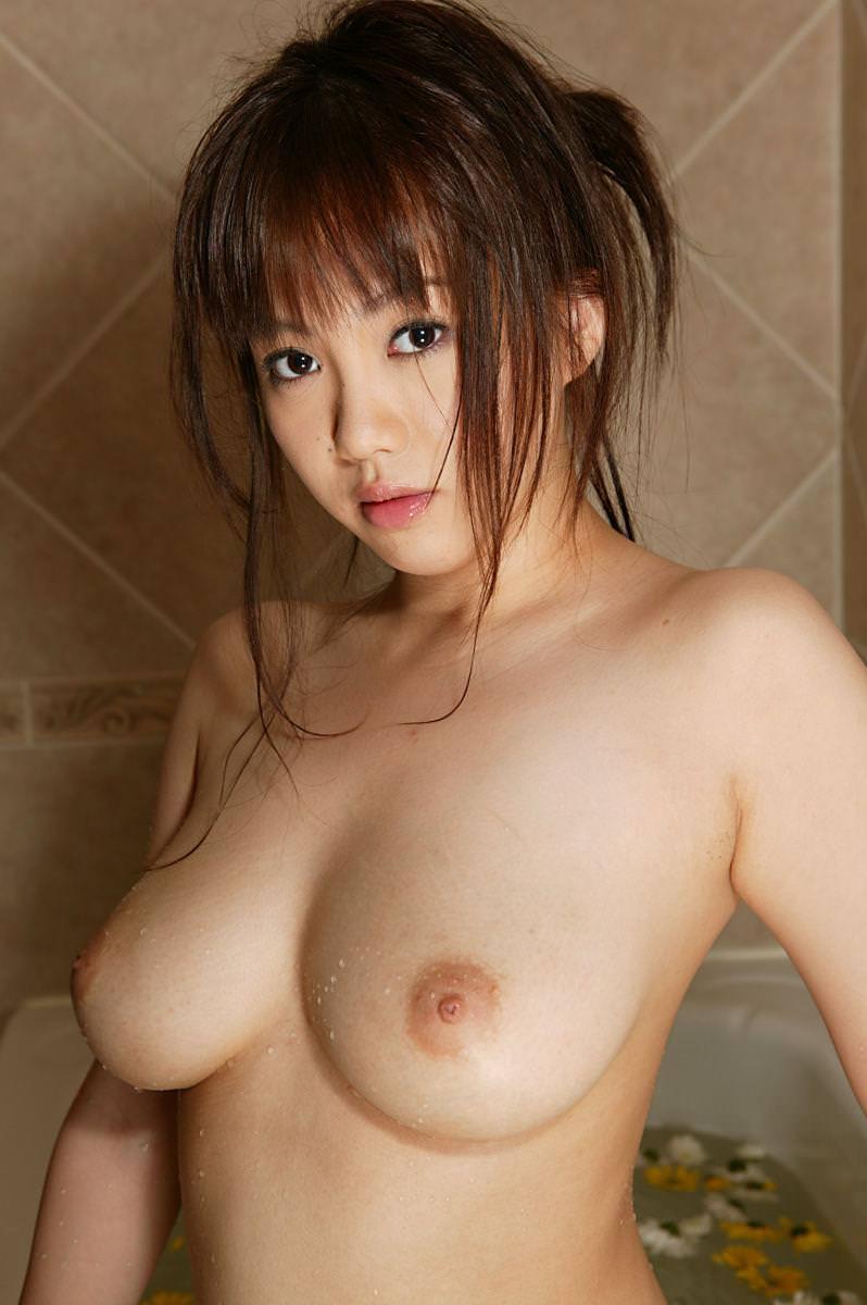 上向き乳首の美乳おっぱい 29