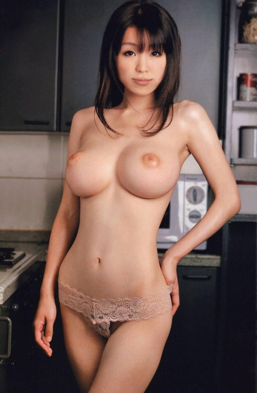上向き乳首の美乳おっぱい 30