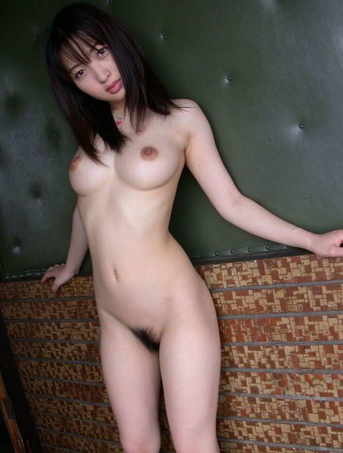 上向き乳首の美乳おっぱい 33