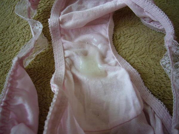 女の子のパンツにザーメン射精 8