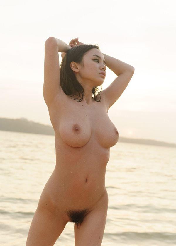巨乳美少女の全裸 20