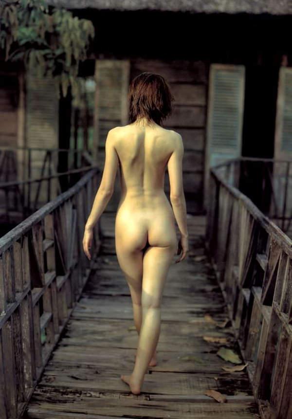 美しい全裸の後姿 1