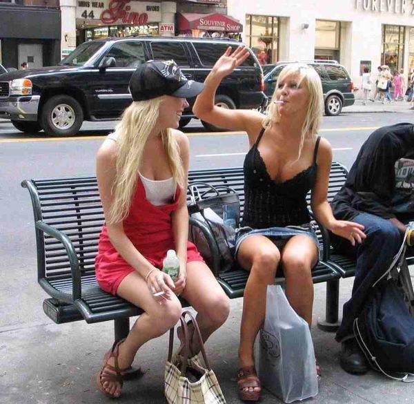 街撮りの外国人素人の着衣巨乳 10