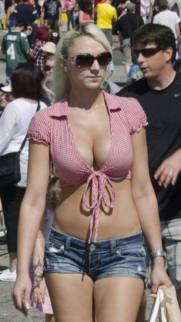 街撮りの外国人素人の着衣巨乳 20
