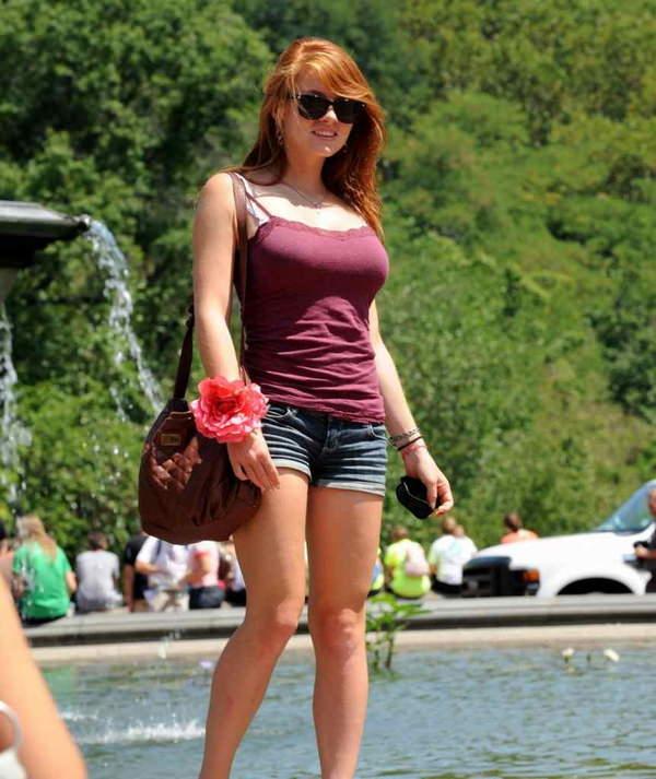 街撮りの外国人素人の着衣巨乳 28