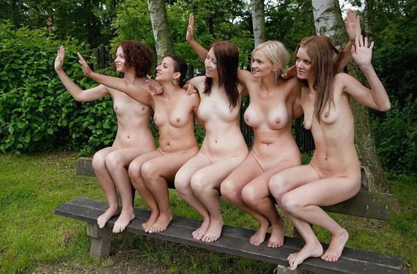 複数の外国人美女のヌード 7