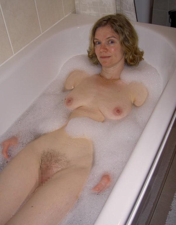 入浴中の外国人美女 7