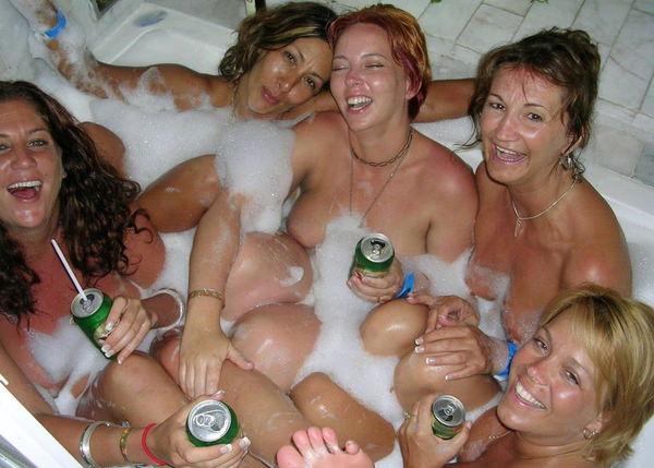 入浴中の外国人美女 21
