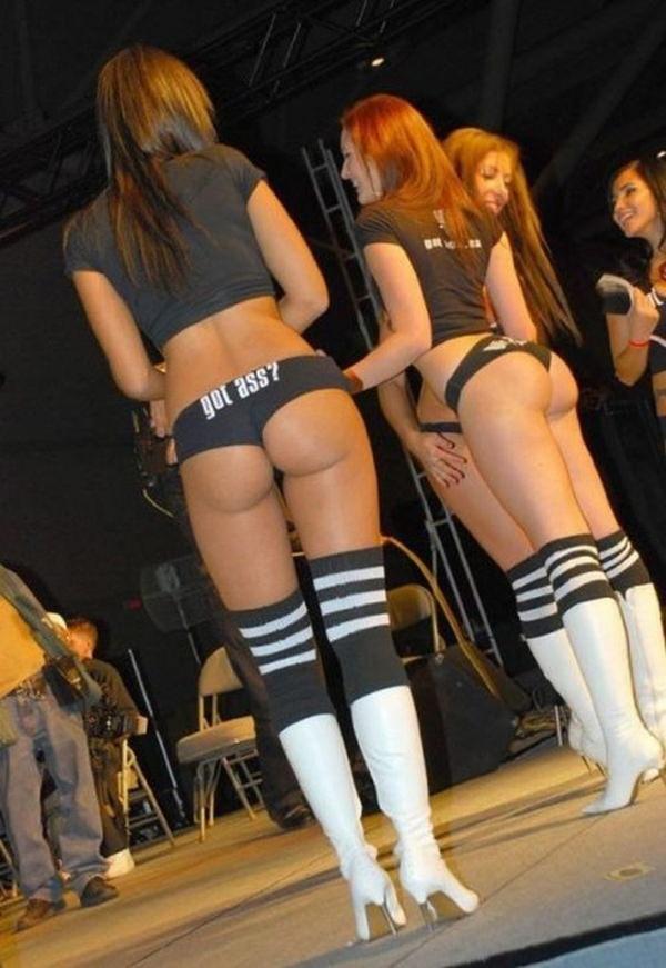 ホットパンツ穿いた外国人美女のハミ尻 18