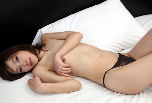 貧乳美少女の寝ころびヌード 6