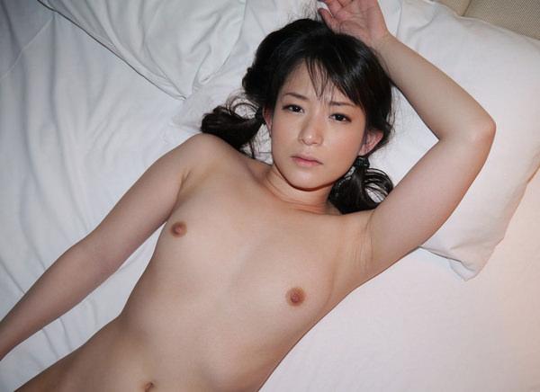 貧乳美少女の寝ころびヌード 31