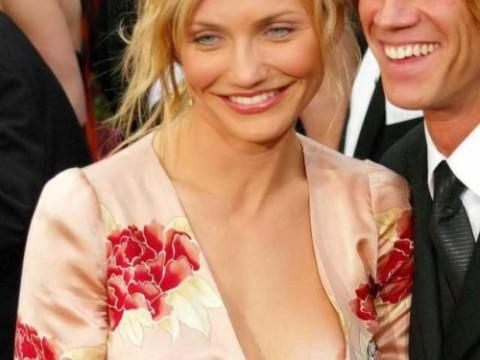 乳首や乳輪くらいサービスで見せてくれるハリウッド女優のポロリ画像集(27枚)