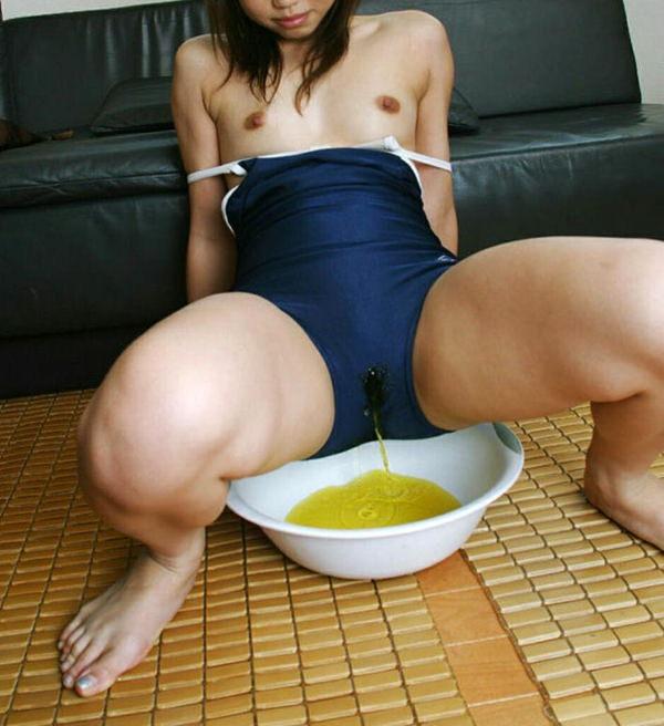 女の子の放尿 23