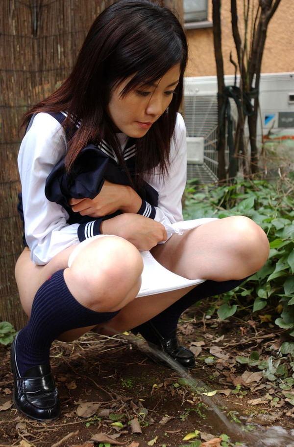 女の子の放尿 47