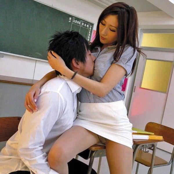 爆乳の女教師 4