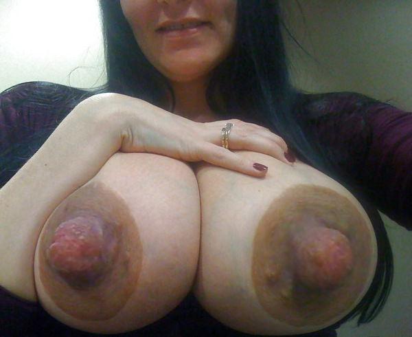 肥大化したデカ乳首 19