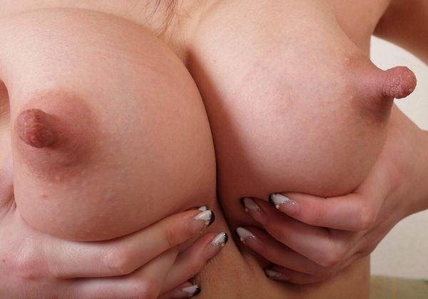 肥大化したデカ乳首 28