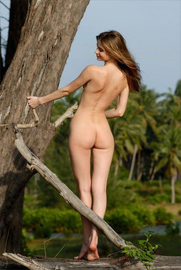 外国人美女の背中ヌード