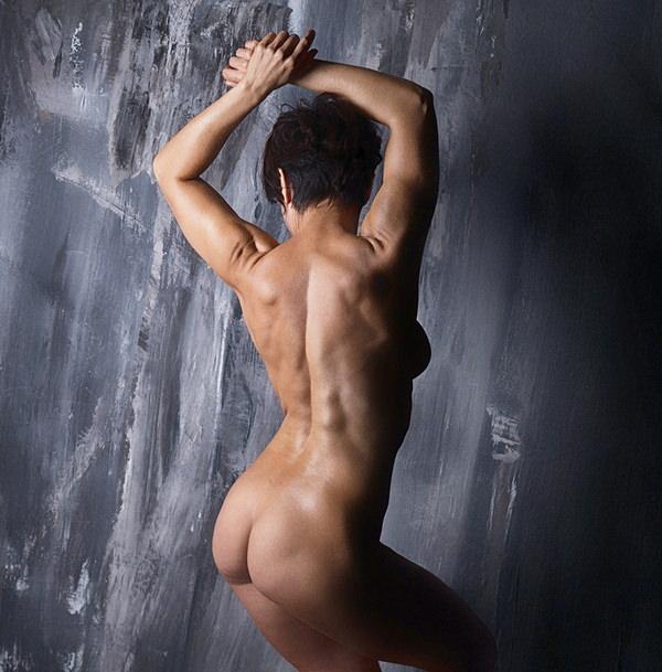 外国人美女の背中ヌード 23