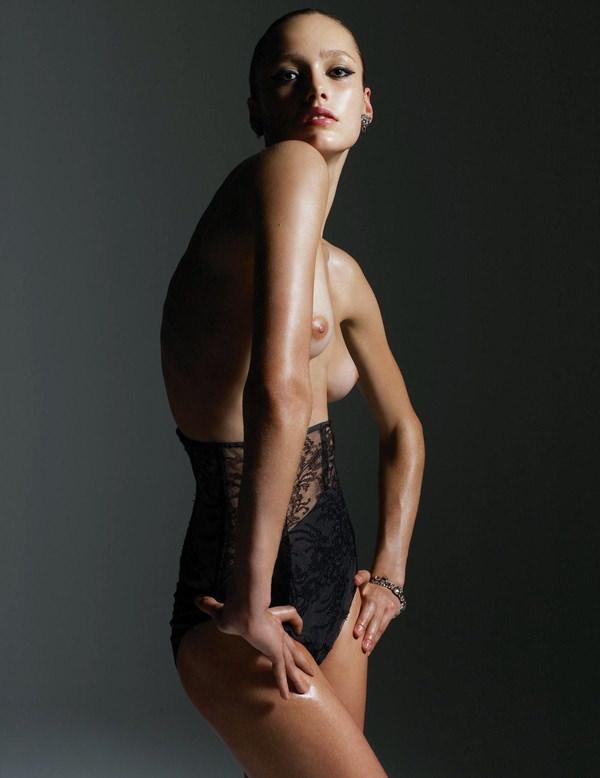 外国人モデルの美しいヌード 11