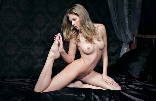 外国人モデルの美しいヌード 17