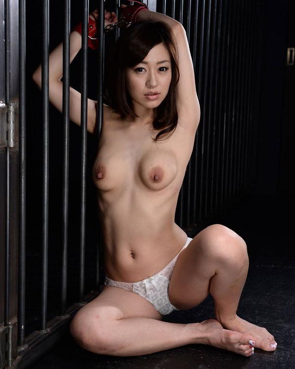 離れ乳 15