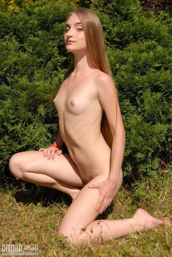 ペタンコ貧乳おっぱいの外国人美少女 20