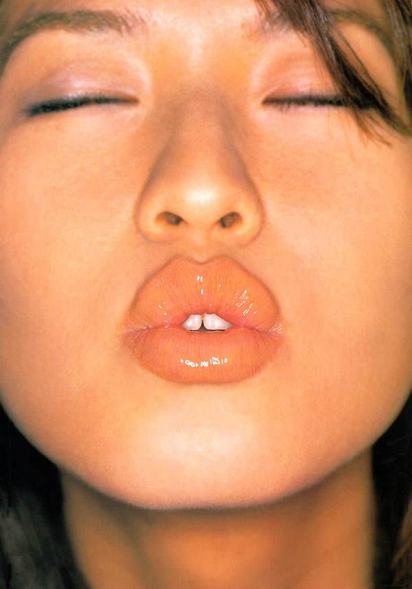 唇や舌がエロいセクシーな口元 35