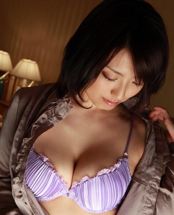 紫の下着でセクシーに決めた女の子 11
