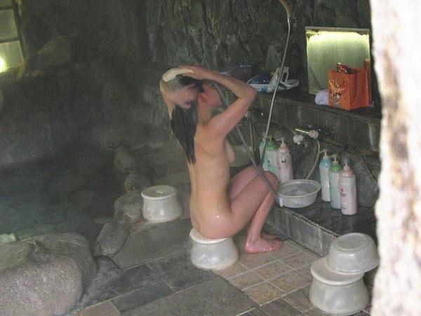 お風呂で洗髪してる素人 13