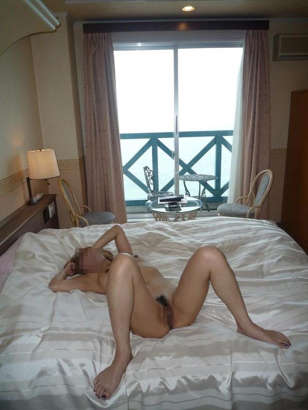 セックス後、裸のまま寝る素人女の子 16