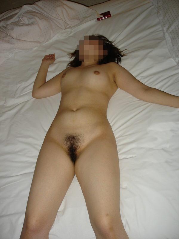 セックス後、裸のまま寝る素人女の子 19