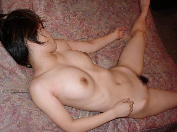 セックス後、裸のまま寝る素人女の子 25