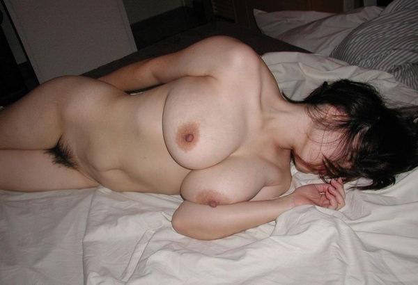 セックス後、裸のまま寝る素人女の子 34