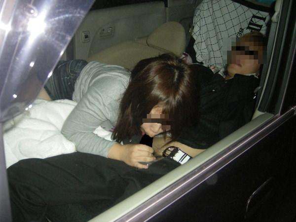 素人の車中フェラ