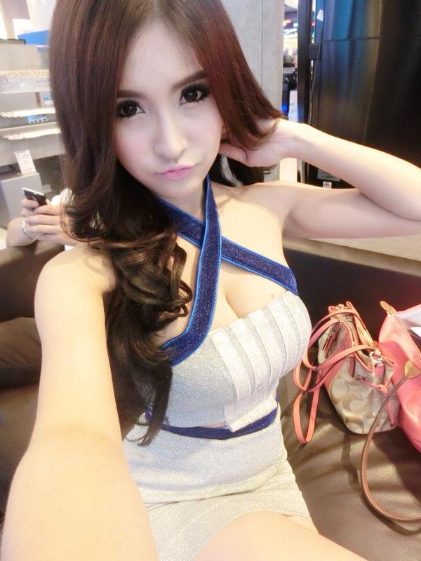 爆乳で激カワの台湾人の女の子 6