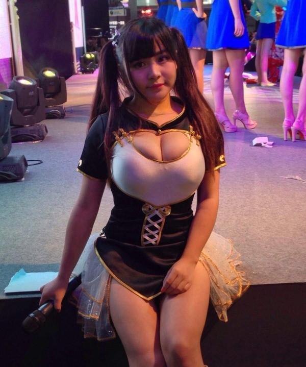 爆乳で激カワの台湾人の女の子 10
