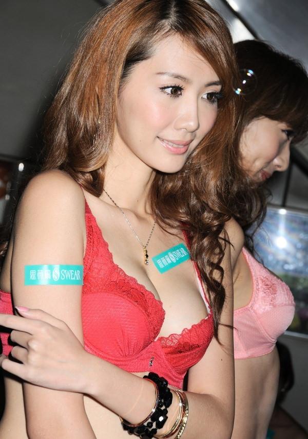 爆乳で激カワの台湾人の女の子 38