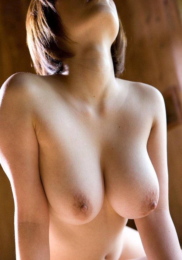 前屈みの垂れ乳 1