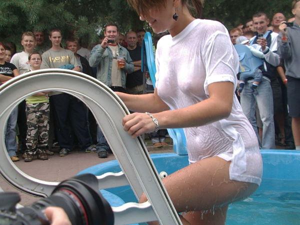 外国人美女がずぶ濡れで透け透け 5