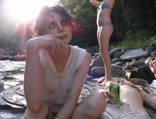 外国人美女がずぶ濡れで透け透け 19
