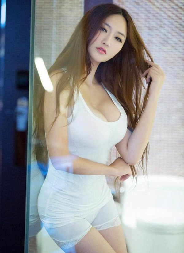 爆乳のアジア美女 10