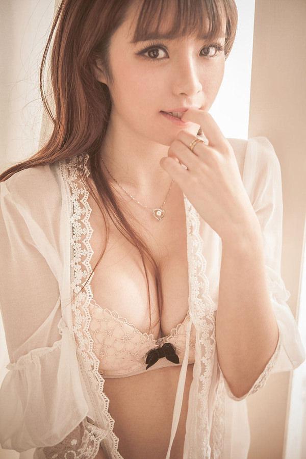 爆乳のアジア美女 18