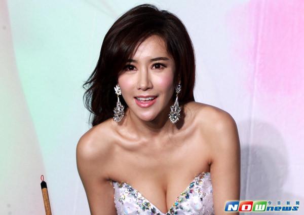 爆乳のアジア美女 20