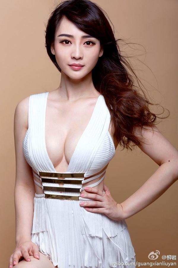 爆乳のアジア美女 24