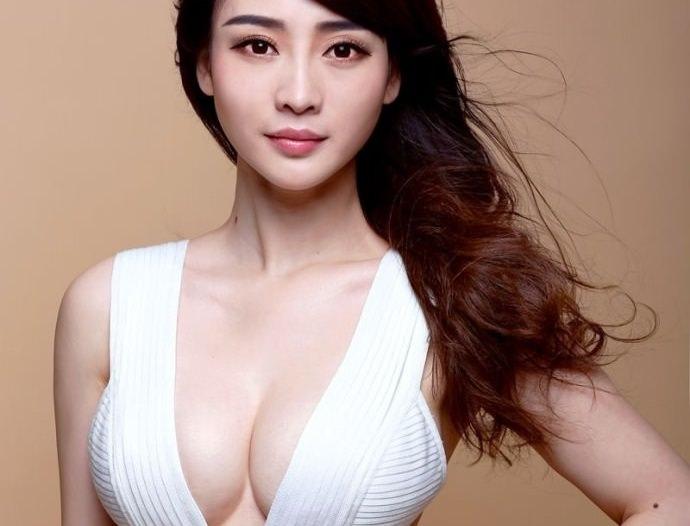 爆乳のアジア美女