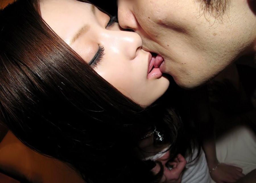 綺麗なお姉さんとキスがしたい!清楚美女の濃密なディープキス画像