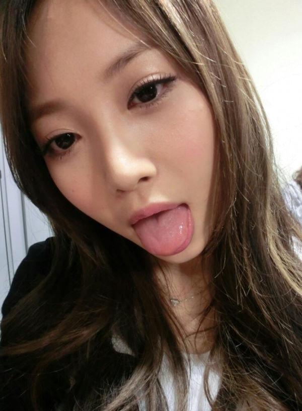 舌出しの美少女 3