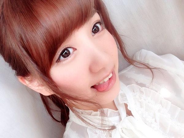 舌出しの美少女 10